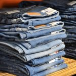 pile-of-jeans-in-different-sizes-international-jeans-size-conversion-chart